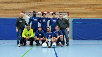 Mehmet Karakavak (ganz links im Bild) beim 2. Willkommenscup-Fußballturnier im Januar 2017